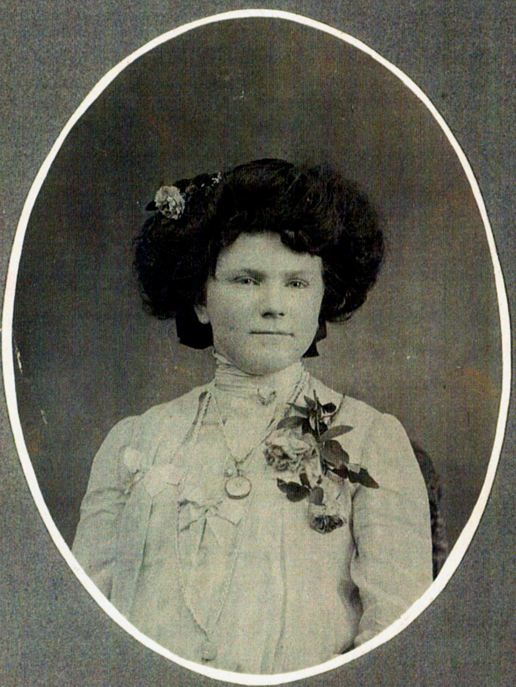 Unidentified Woman - No Location Given.jpg